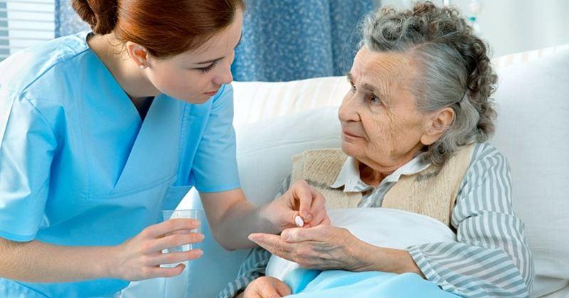 Пациент и медсестра фото