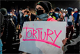 Суд в Польше фактически запретил аборты. Из-за этого в стране прошли протесты, полиция применила слезоточивый газ