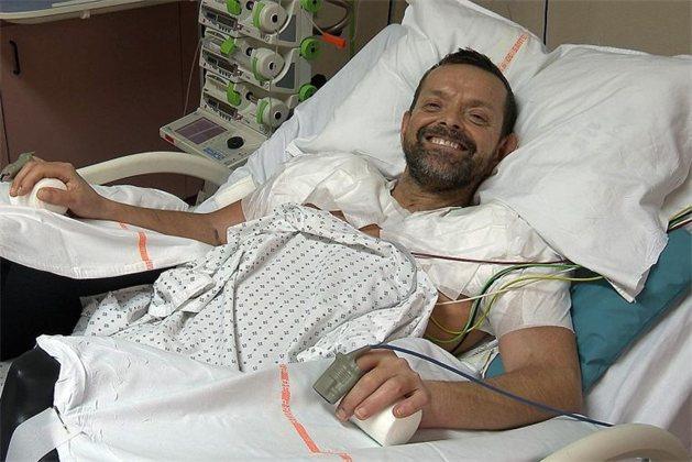 Французские хирурги первыми в мире провели трансплантацию обеих рук и плеч