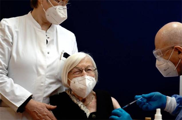 Инструкцию к Спутник V дополнили информацией о рисках для онкопациентов