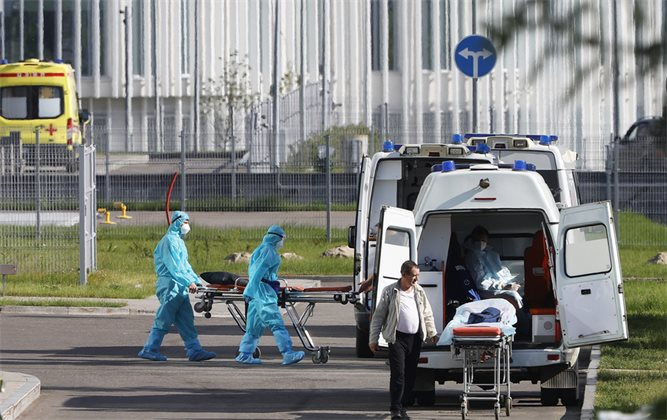 Беспечная волна: как в России помогли возвращению коронавируса