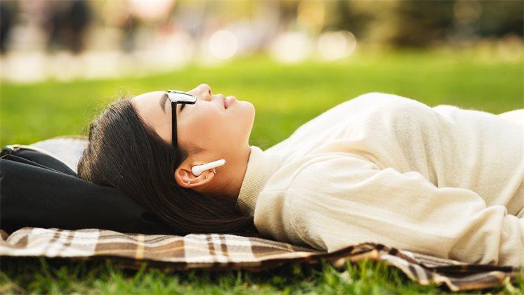 Учёные: не стоит слушать музыку перед сном