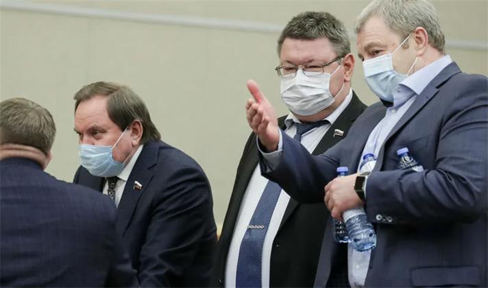 В Краснодаре пригрозили оставить без премии заразившихся COVID чиновников