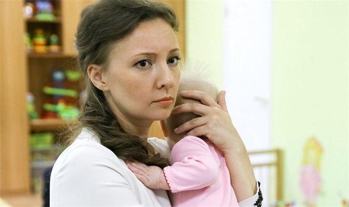 Кузнецова назвала суррогатное материнство «шагом в Средневековье»