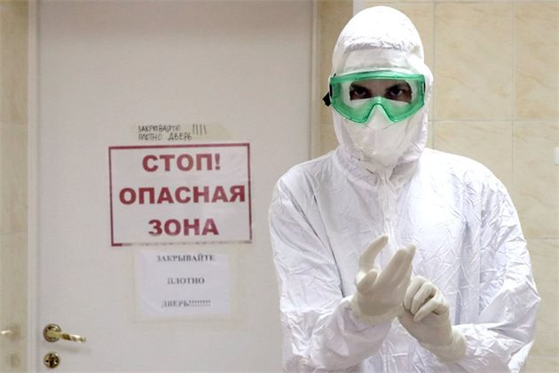 «Мы все наивны перед вирусом». Почему в России растет число случаев COVID-19