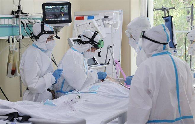 В России пять дней подряд регистрируют более 800 смертей из-за коронавируса в сутки
