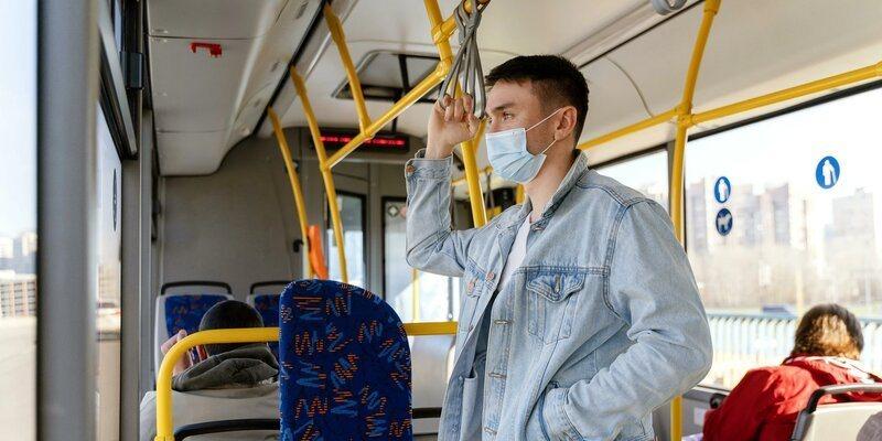 В московском транспорте начали штрафовать пассажиров со спущенными масками